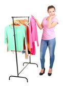 Giovane ragazza comprare vestiti isolati su bianco — Foto Stock