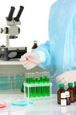 Scientist conducting research in laboratory close up — Stock Photo