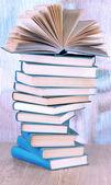 明るい背景にスパイラル書籍 — ストック写真