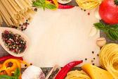レシピ、野菜、スパイス、背景を解任をスパゲッティ用紙 — ストック写真