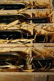 ワインのボトルの木製ケースをクローズ アップ — ストック写真