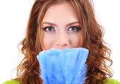 Giovane donna con spazzola isolato su bianco — Foto Stock