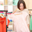 Young girl in shop buying clothes - 图库照片