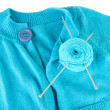 Blue sweater and a ball of wool close-up — Stock Photo