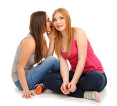 两个女孩朋友八卦上白色隔离 — 图库照片