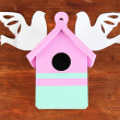 Decorative nesting box with paper birds, on wooden  background - Foto Stock