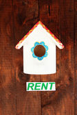 Decorative nesting box and sign on wooden background — Foto Stock