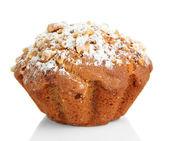Lezzetli kek kek üzerine beyaz izole pudra şekeri ile — Stok fotoğraf