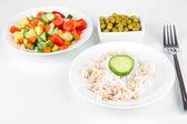 Alimentation saine sur plaque isolé sur blanc — Photo