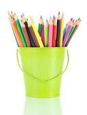Lápices de colores en cubo aislado en blanco — Foto de Stock