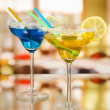 Yellow and blue cocktails in glasses on room background — Zdjęcie stockowe