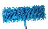 Niebieski mop do podłogi na białym tle — Zdjęcie stockowe