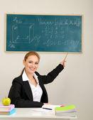 Retrato de mulher que professor trabalha em sala de aula — Fotografia Stock