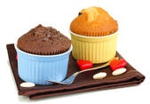 Cupcakes in bowls for baking isolated on white — Stock Photo
