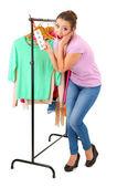 Jovem garota comprando roupas isoladas no branco — Fotografia Stock