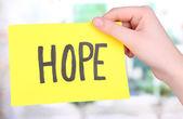 Word penceresinin arka taraftan parça kağıt üzerinde umut — Stok fotoğraf
