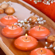 Beautiful candles in water on wooden table close-up - Stockfoto
