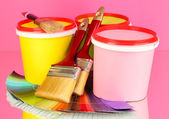 Set for painting: paint pots, brushes, palette of colors on pink background — Stock fotografie