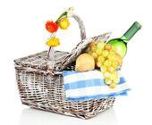 üzüm ve şarap üzerine beyaz izole, piknik sepeti — Stok fotoğraf