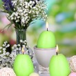 Easter candles with flowers on bright background — Стоковая фотография