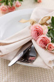 Served plate with napkin and rose close-up — Stock Photo