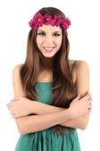 Młoda piękna dziewczyna w zielonej sukni gospodarstwa jasny torby na zakupy, na białym tle — Zdjęcie stockowe