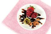 фрукты в шоколаде на салфетке — Стоковое фото
