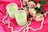 Kerze auf rosa Stoff schließen - bis — Stockfoto