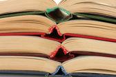 Pilha de close-up livros abertos — Foto Stock