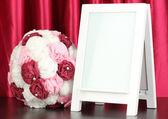 Cornice bianca per la decorazione domestica su sfondo tende — Foto Stock