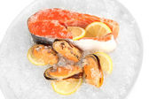 Fresh seafood on ice in plane isolated on white — Stockfoto