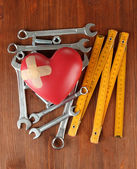 Heart and tools. Concept: Renovation of heart. On wooden background — 图库照片