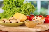 Ingredientes para a salada caesar no fundo brilhante — Fotografia Stock