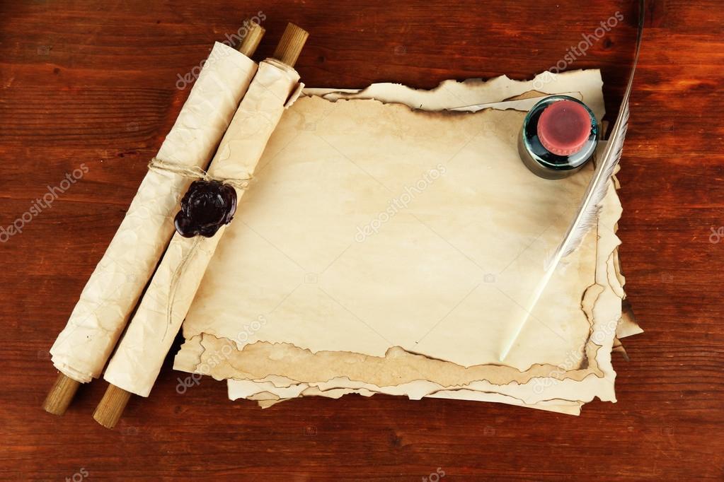 alte papier tinte schriftrollen und feder auf h lzernen hintergrund stockfoto belchonock. Black Bedroom Furniture Sets. Home Design Ideas