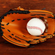 Baseball glove and ball on wooden background — 图库照片