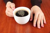 Hands holding mug of hot drink, close-up — Stock Photo