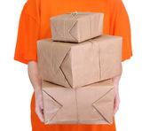 Courier com caixas de encomendas, isolado no branco — Foto Stock