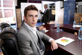 Portret van zakenman in beroepstraining met zijn collega 's — Stockfoto