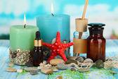 Sea spa kompozisyon mavi doğal zemin üzerine ahşap tablo — Stok fotoğraf