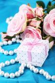 Regalo de paño azul y rosa — Foto de Stock