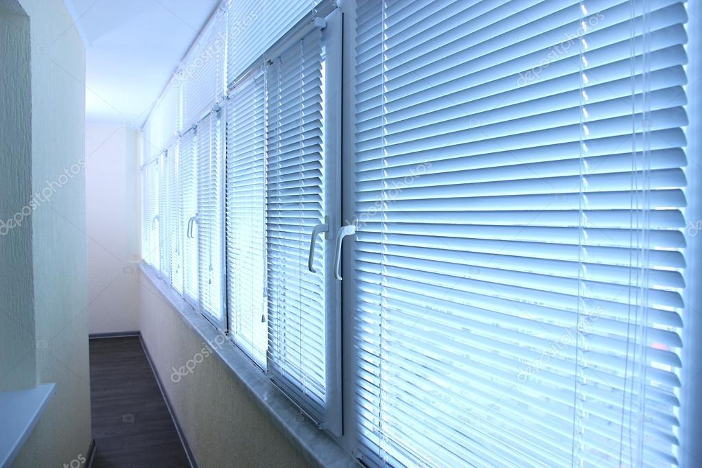 Балконные окна с жалюзи - стоковое фото belchonock #25769869.