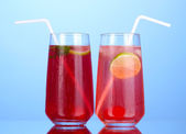 Two cherry cocktails with ice on dark blue background — Fotografia Stock