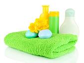 Baby cosmetica, handdoeken en zeep, geïsoleerd op wit — Stockfoto