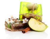 Handgemaakte zeep en ingrediënten voor zeep maken, geïsoleerde op wit — Stockfoto