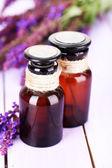 Lékovky a šalvěje, květy fialové dřevěné pozadí — Stock fotografie