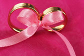 Wedding rings tied with ribbon — Foto Stock