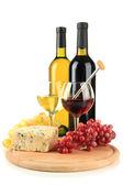 Vin, fromage bleu et raisin, isolé sur blanc — Photo