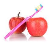 Mele con uno spazzolino da denti isolato su bianco — Foto Stock