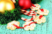 Christmas cookies and decorations on color wooden background — Stock fotografie