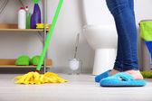 クローズ アップ ルームの床のクリーニング — ストック写真